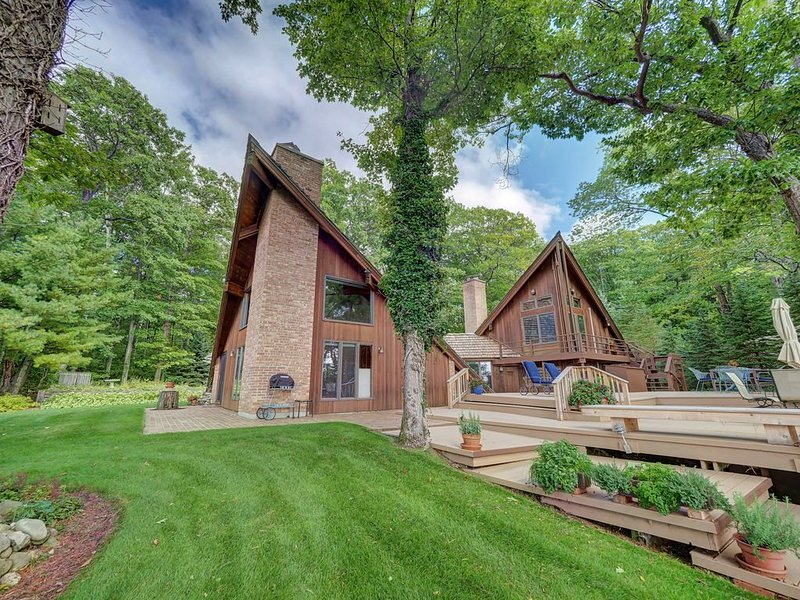 Beautiful, Unique, Large Home on Lake Michigan Near Leland! Acc: 10., holiday rental in Northport