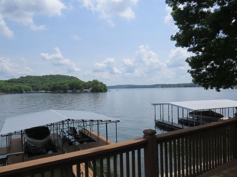 3 Bedroom 2.5 Bathroom with Dock in Sunrise Beach, MO near Captain Rons, vacation rental in Sunrise Beach
