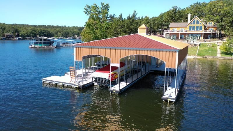 Fabulous 6 Bedroom House with Commanding Main Channel View, vacation rental in Gravois Mills