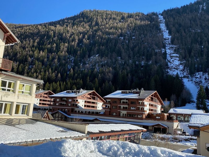 Located in the center of a traditional village near Chamonix. 50 m from gondola, alquiler de vacaciones en Les Marecottes