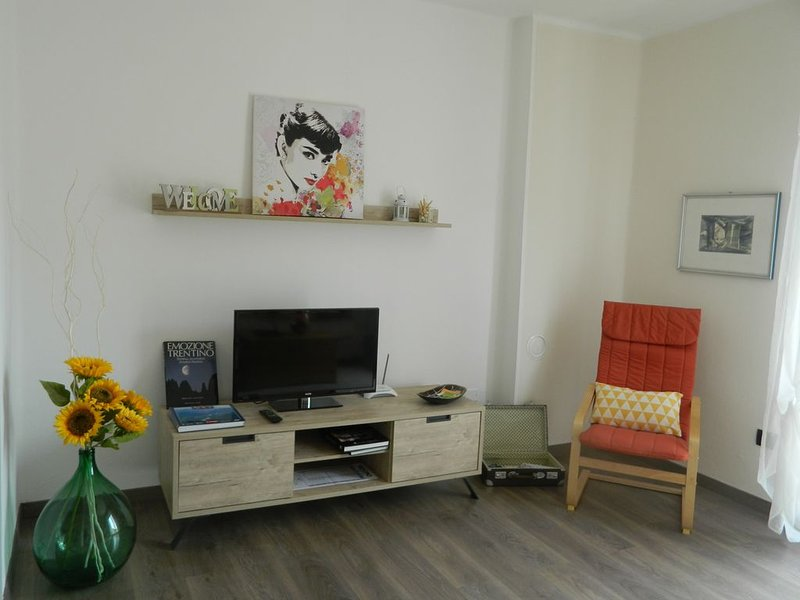 'The Sunflower' Apartment. RELAX in montagna vicino al Lago di Garda, vacation rental in Brentonico