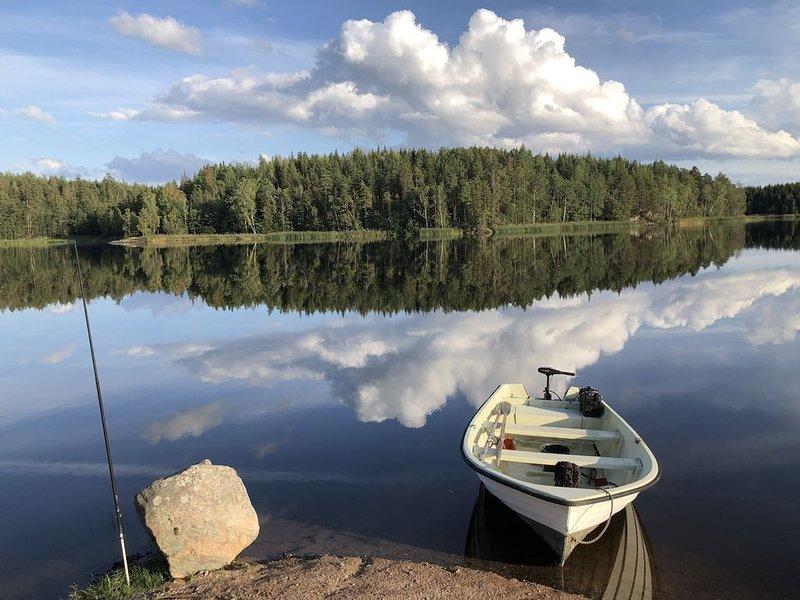 Hus i lantlig miljö med fantastisk utsikt, med närhet till bad i insjö och hav. – semesterbostad i Valdemarsvik