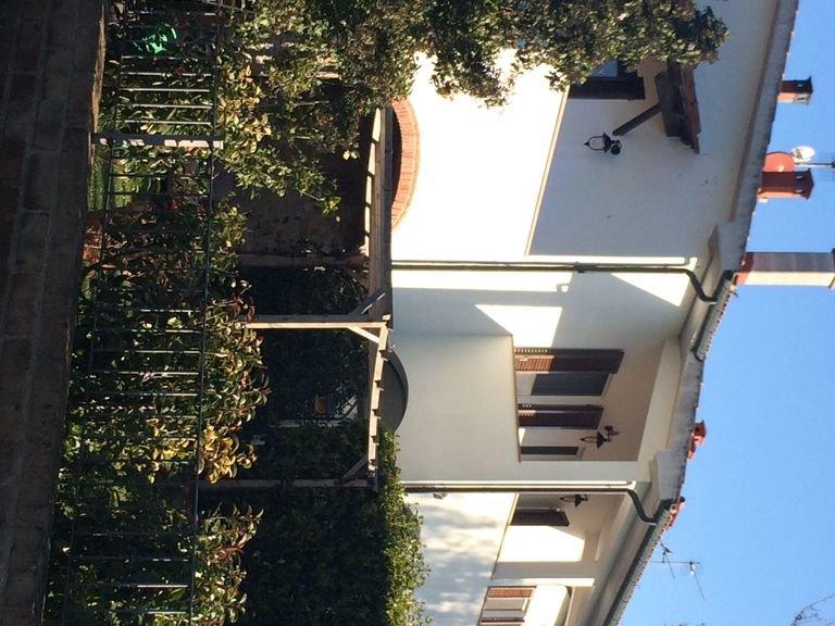 Ruhig gelegene Ferienwohnung am Rand des schoensten Dorfes der Maremma, holiday rental in Suvereto