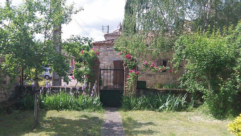 La maison au tilleul pour deux personnes, vakantiewoning in Vindrac-Alayrac