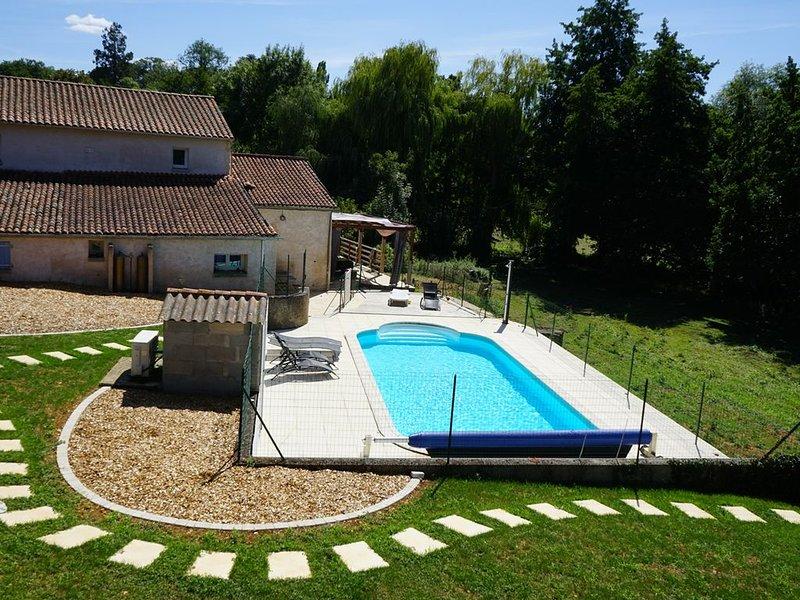 petit gîte pleine campagne avec piscine, jacuzzi et sauna, proche Futuroscope, vacation rental in Benassay