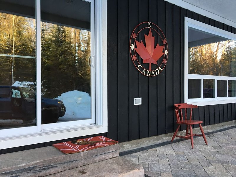 Welcome to The Chic Chalet, Haliburton, alquiler de vacaciones en Highlands East