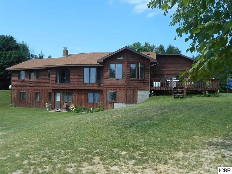 Beautiful 4 BDRM Retreat on Loon Lake with Sauna and Sand Beach!, vacation rental in Deer River