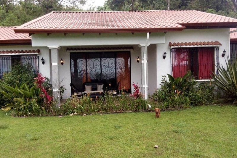 Pura Vida! Mexican Style home with view!, casa vacanza a Tronadora