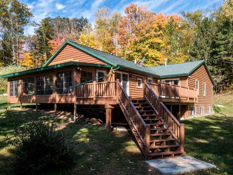 Secluded Cabin on Private Lake, alquiler vacacional en Wausaukee