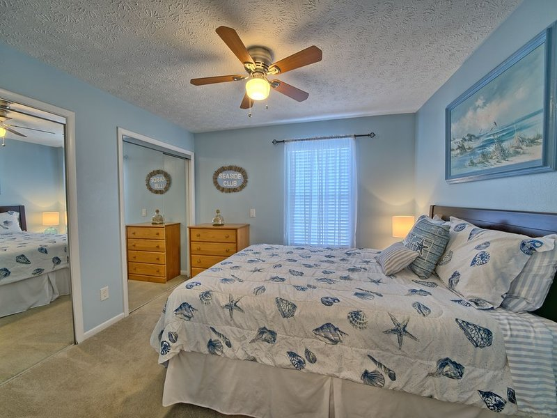 Elegant, Fully Furnished 1 bedroom, Near Capt.Anderson's, 2 miles from beach., casa vacanza a Upper Grand Lagoon