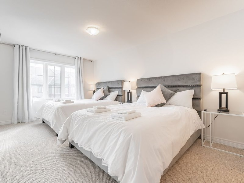Nuestro dormitorio principal tiene dos camas queen, una SmartTV 50 y un baño
