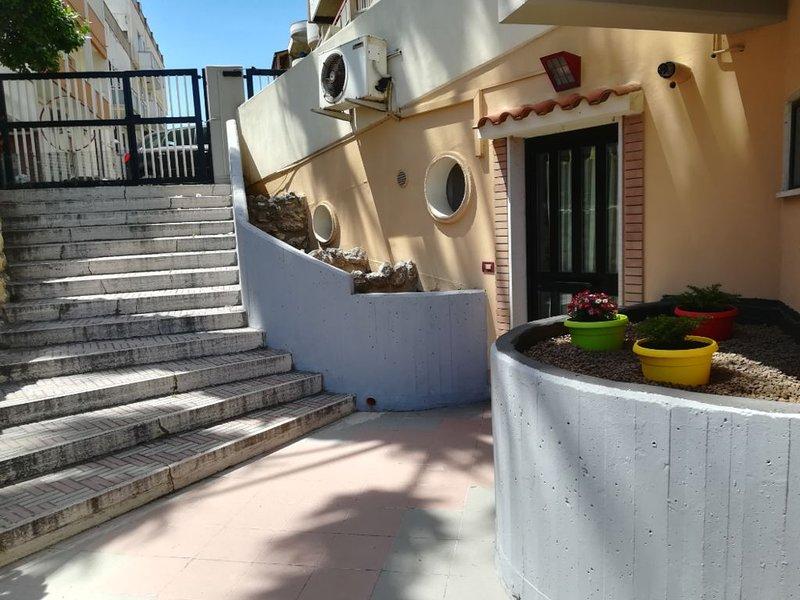 SPLENDIDO APPARTAMENTO 'TORRE DEL MERIDIANO', holiday rental in Termoli