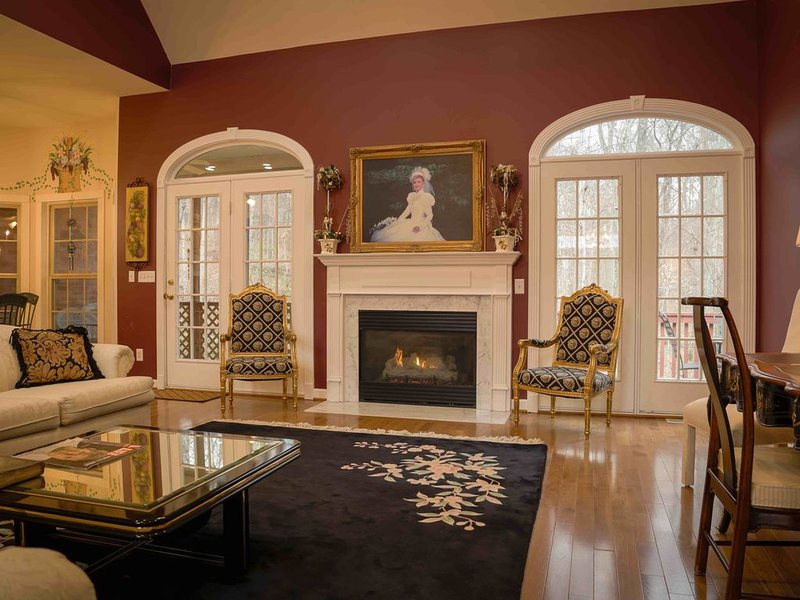 Virginia House Nashville - New Listing From Experienced Hosts Who Are Featured o, holiday rental in Gladeville