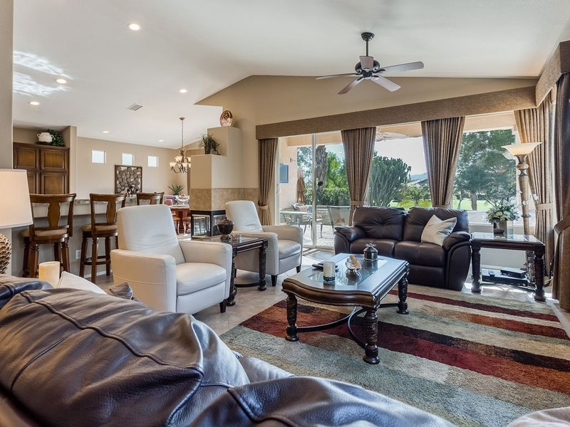 Elegant dog-friendly home on the golf course w/ private pool & spa, holiday rental in Cathedral City