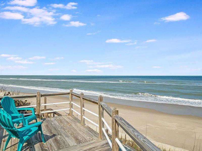 Private Beach Access- Direct Oceanfront, casa vacanza a Melbourne Beach