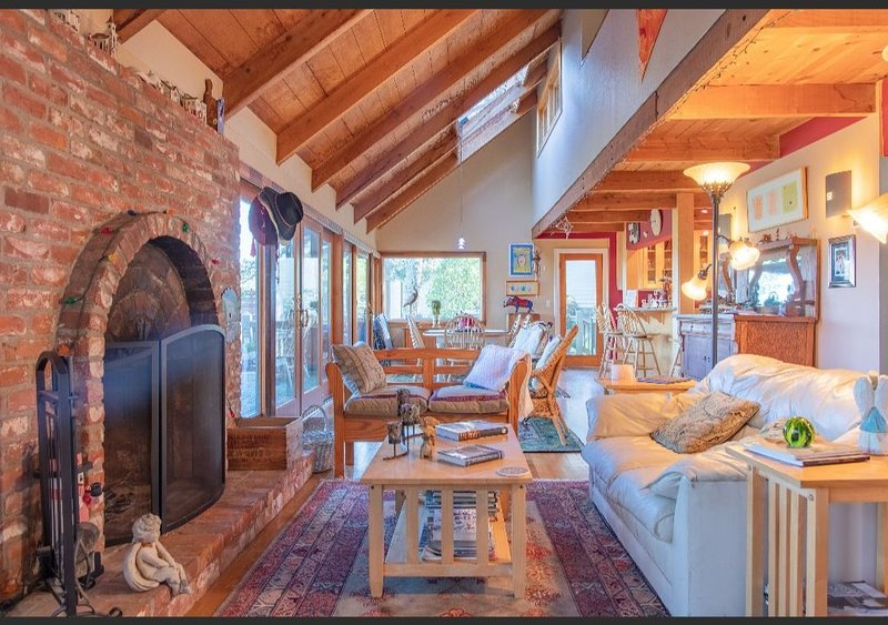 Gorgeous Muir Beach Home With Sweeping Views - Flexible Rates For Staycations, holiday rental in Muir Beach