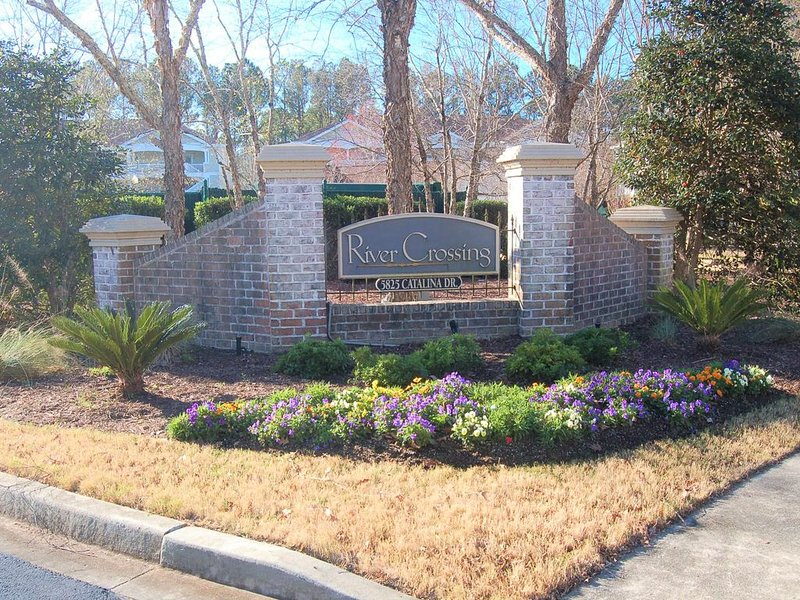 Gorgeous Barefoot Resort 2BR/2BA 2nd Level Condo, Low Rates, Lake View, holiday rental in North Myrtle Beach