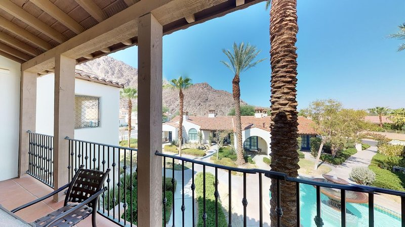 An Upstairs Two Bedroom, Two Bath Villa Close to the Pool with a Private Balcony, holiday rental in La Quinta