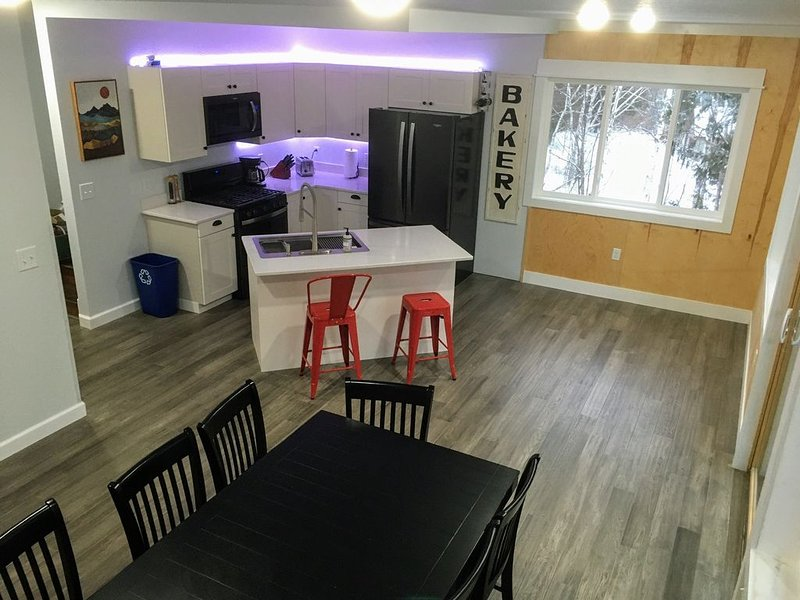 The Big Cedar House! Golf, winery, 1 mile to ski area!, vacation rental in Lutsen