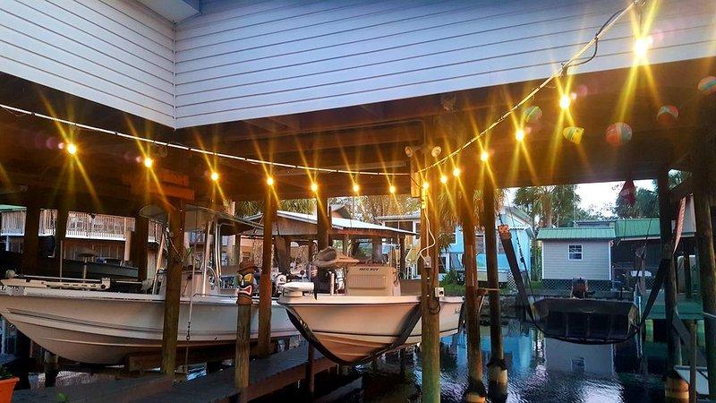 Couple's Gulf Getaway, Suwannee FL - canal boat docking, holiday rental in Suwannee