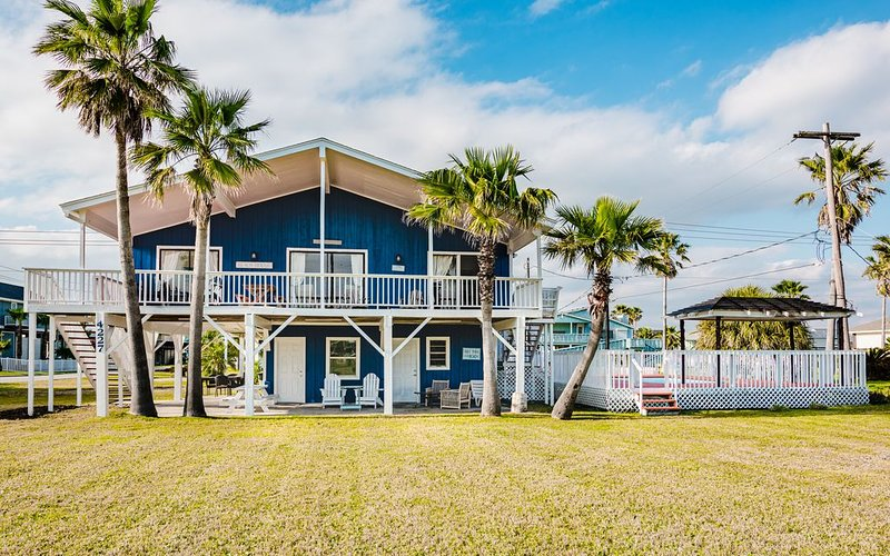 Beach house with pool, holiday rental in Jamaica Beach