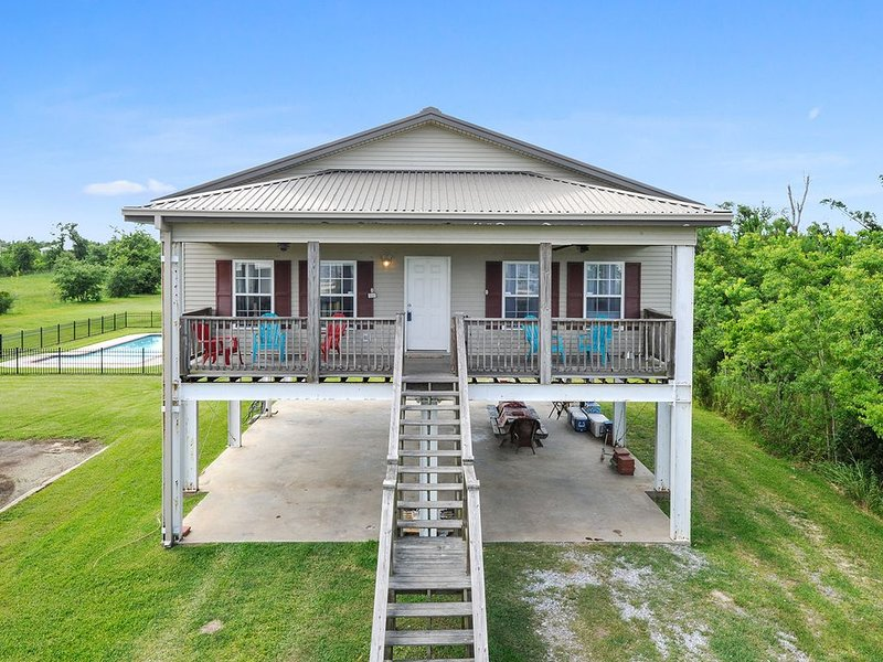 Beachfront cottage with pool perfect for families – semesterbostad i Waveland