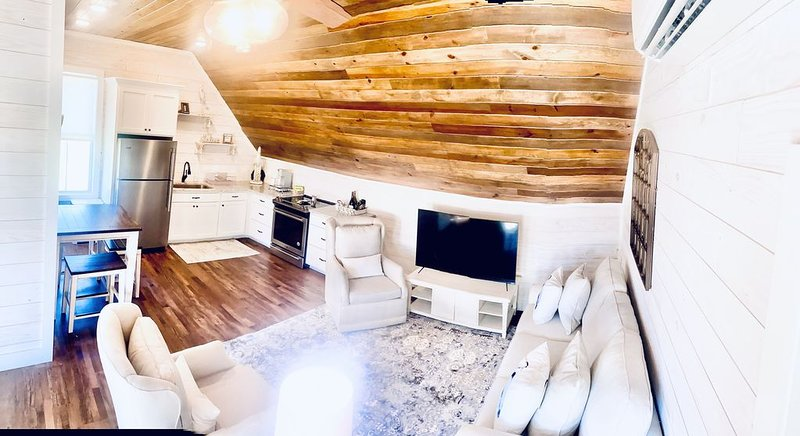 The Luxurious and Cozy Crane Carriage, location de vacances à Tallassee