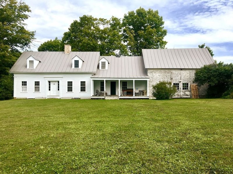 Highfields: a Northeast Kingdom Historic Farmhouse, vacation rental in Craftsbury