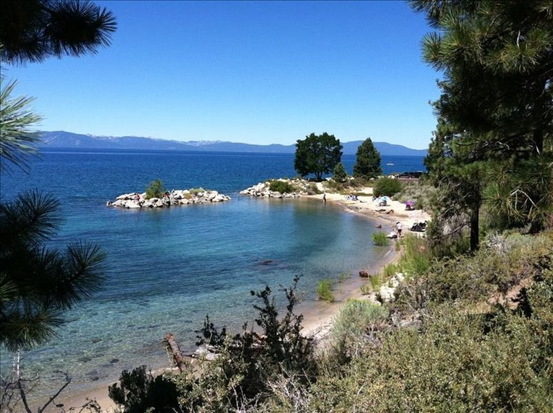 Awesome Lake Views with Hot Tub Overlooking Lake Tahoe, aluguéis de temporada em Glenbrook