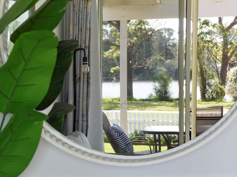 No. 2 - Calm Waters Waterfront Cottages * Sussex Inlet, vacation rental in Sussex Inlet