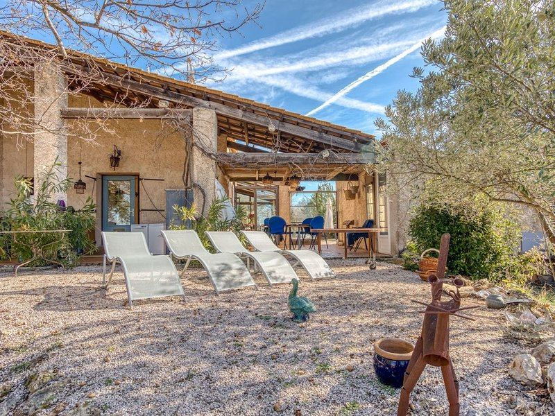 Beautiful Pet-friendly Villa in Régusse with Swimming Pool', location de vacances à Saint-Laurent du Verdon