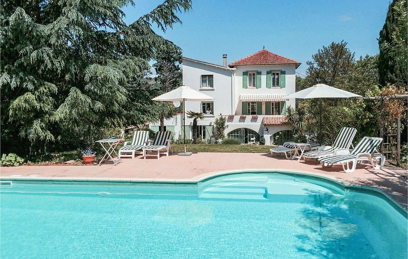 4 Zimmer Unterkunft in Bédarieux, holiday rental in Camplong