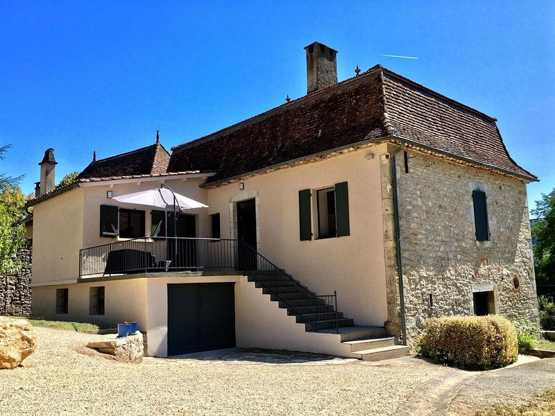 Belle Maison  Quercynoise , superbe vue  sur  ST CIRQ LAPOPIE . 4 couchages., holiday rental in Blars