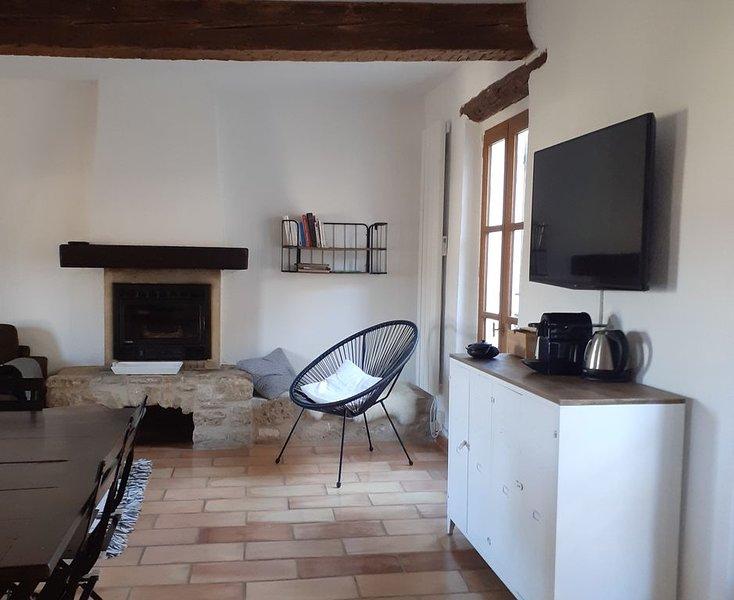 DUPLEX LUMINEUX, 3 chambres, dans la vieille ville, au pieds de la Citadelle, location de vacances à Niozelles