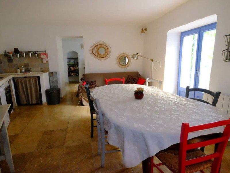 Maison avec terrasse au cœur de la Provence, holiday rental in Bonnieux en Provence