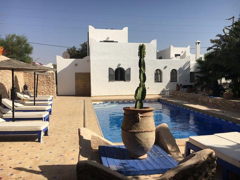 DAR DO lumineuse maison berbère belle piscine et jardin, location de vacances à Essaouira