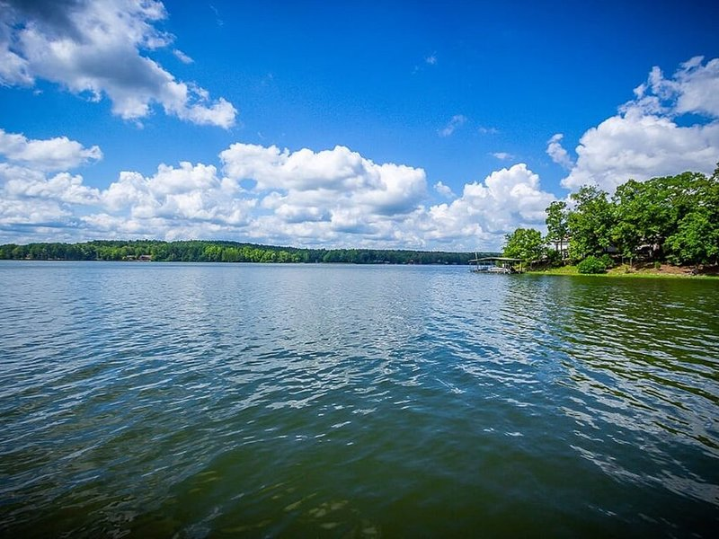 4 Bed / 2.5 Bath Lakefront House. Views, Dock,  Swimming, Fishing, Boating!, vacation rental in Hot Springs Village