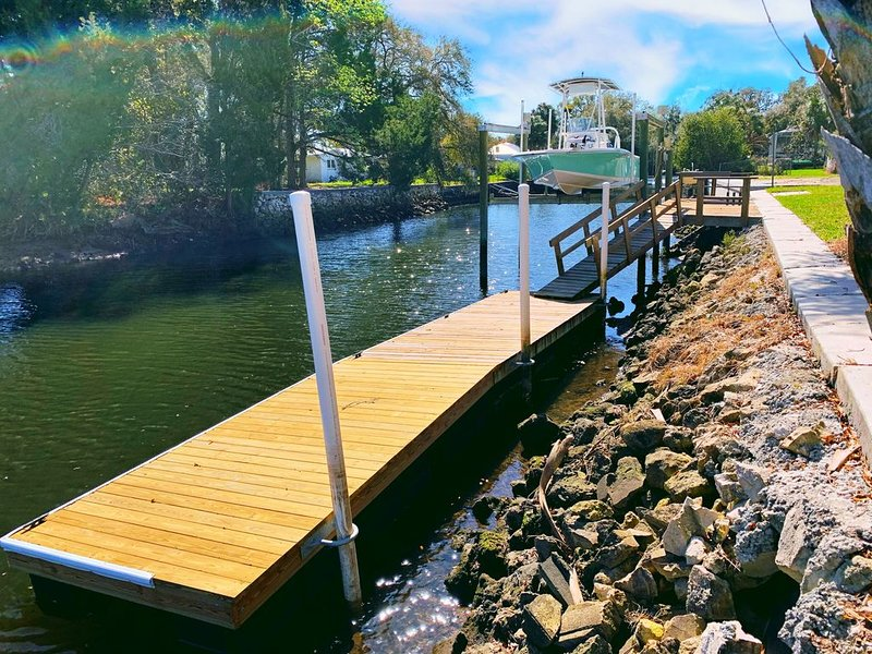 Waterfront Home 4/2 Extra Large Boat Dock Crystal River, vacation rental in Crystal River