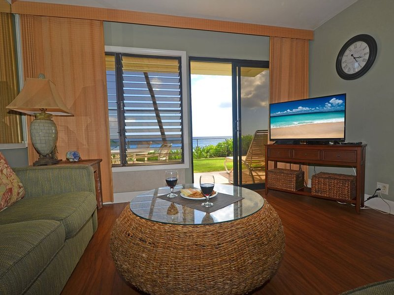 Oceanfront Condo With Beautiful Pool, Walk to Beaches - PS101A, location de vacances à Poipu
