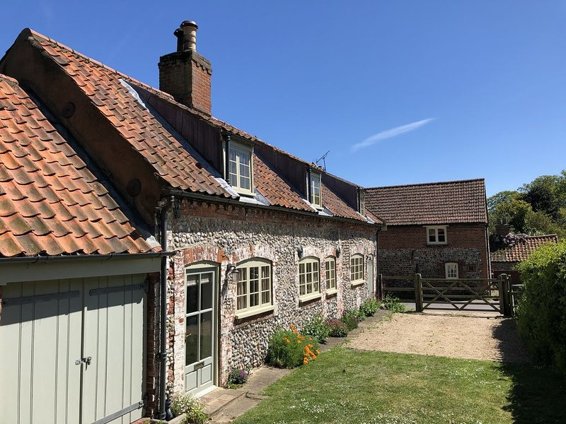 Traditional cottage. Sleeps 6 - large garden, close to Wells. Great for families, location de vacances à Walsingham