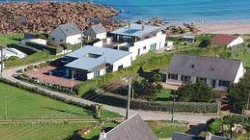 Villa moderne  au bord de mer pour 6 à 8  personnes. Access direct à la plage., location de vacances à Maupertus-sur-Mer