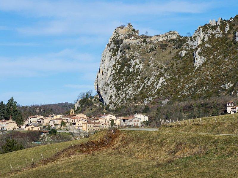 Hébergement La Cousteto dans une maison forte du 17ème, holiday rental in Les Monts d'Olmes