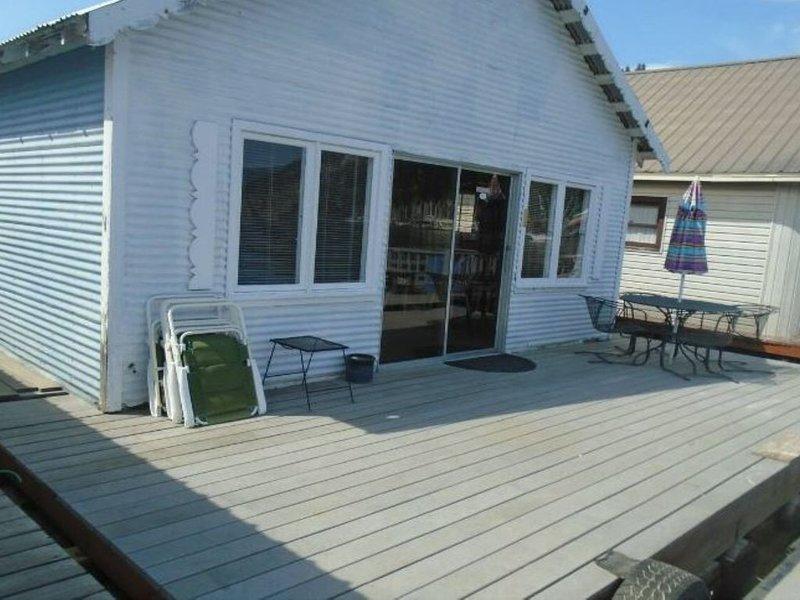 Awesome Lakeview Float Home, location de vacances à Bayview