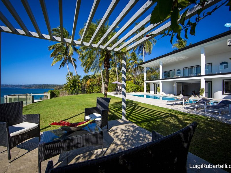 Whales view, beach house on Cliff Villamarunga, vacation rental in Tambor