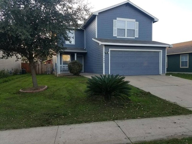 Deep Cleaned by cleaning company - Spacious - Fast Wifi - Recently remodeled!, holiday rental in Cedar Creek