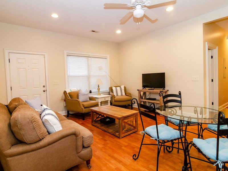 Close to Downtown & Beaches without the Price!, holiday rental in Charleston