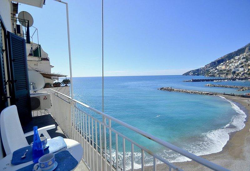 Appartamento Attilia B: Un grazioso appartamento rivolto al sole e al mare., alquiler de vacaciones en Amalfi