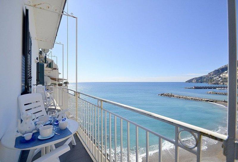 Appartamento Attilia A: Un accogliente appartamento rivolto al sole e al mare., alquiler de vacaciones en Amalfi