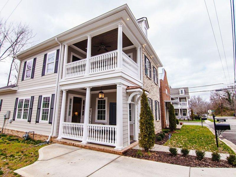*NEW* The Charleston -4 bedroom/3bath- downtown Murfreesboro, location de vacances à Murfreesboro