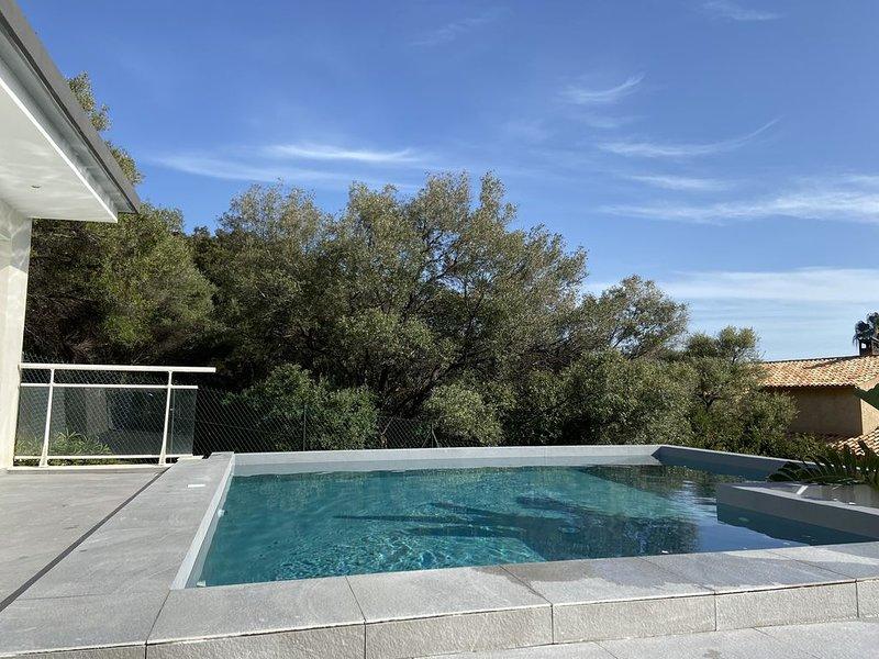 Rte des Sanguinaires Villa avec piscine a 150 m a pied de la plage., vacation rental in Ajaccio